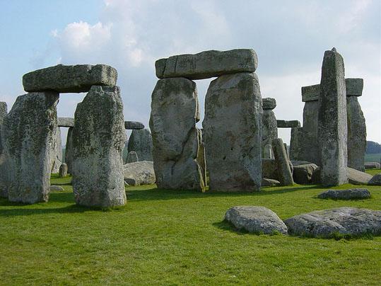 800px-Stonehenge_Closeup.jpg